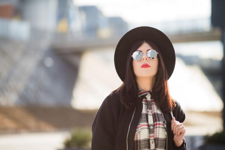 dziewczyna w lenonkach sesja fashion
