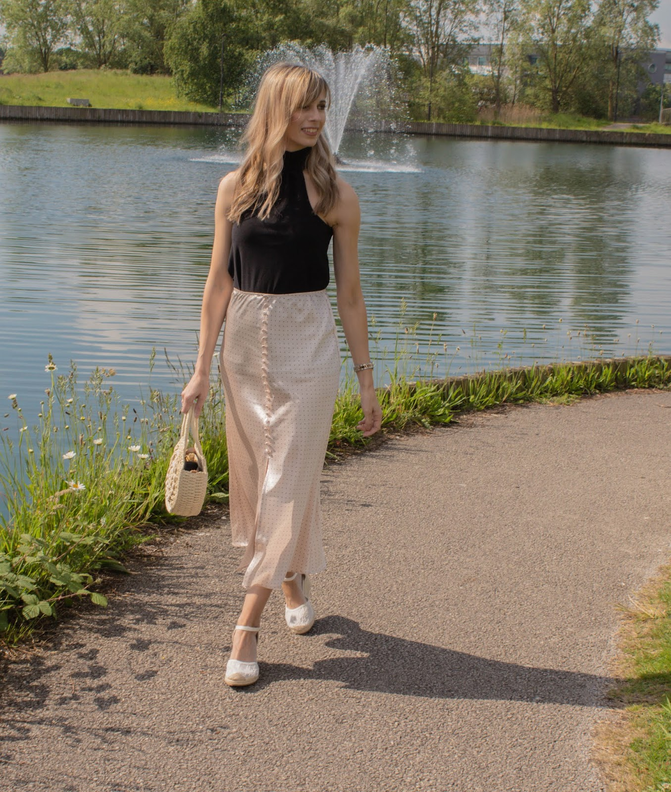 Outfit with satin midi skirt summer 2019