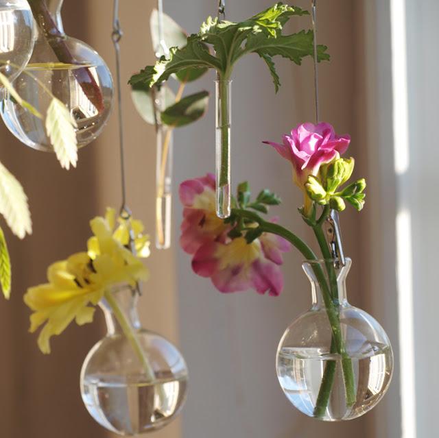 Hæng vaserne op
