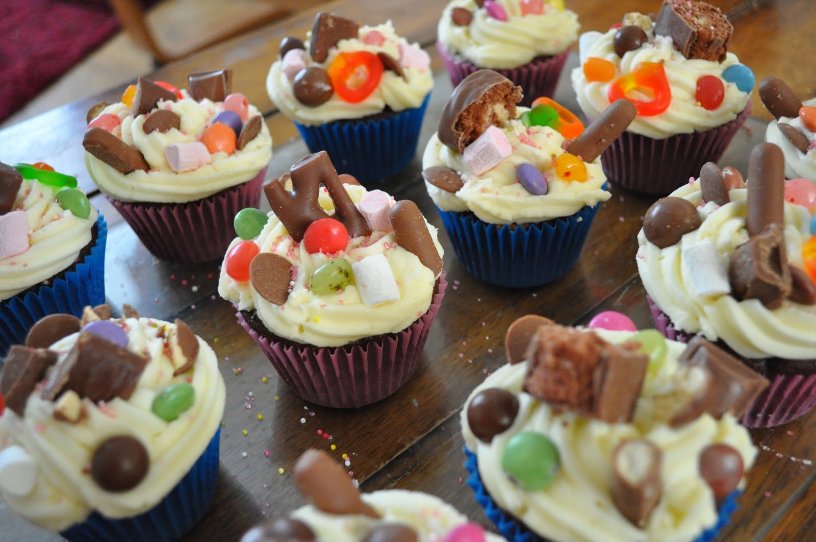 Cookies And Cakes And All Things Baked!: Tuck Shop Cupcakes