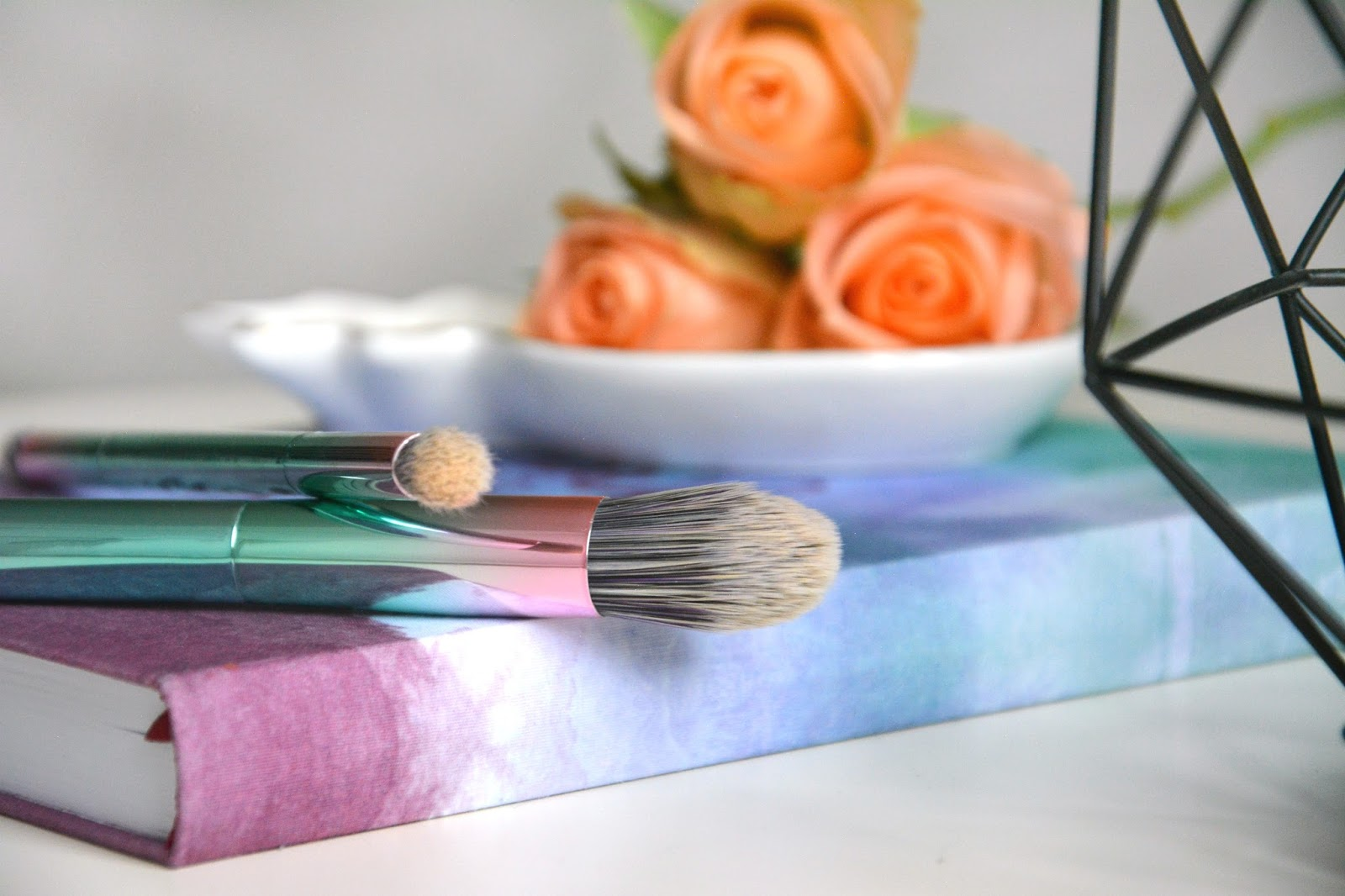 Primark Decoration; Primark #Instafamous brushes; Hema Notebook; Fresh Roses; Primark Pineapple Dish