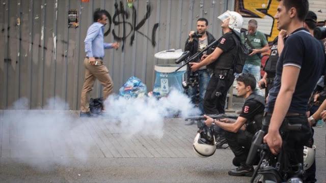 Policía turca reprime protestas contra arresto de periodistas