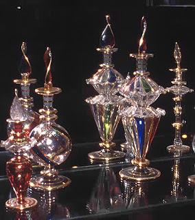 Le parfum magique provoque immanquablement de nombreuses occasions pour gagner de l'argent et favorise de grosses rentrées d'argent. dans sante 1