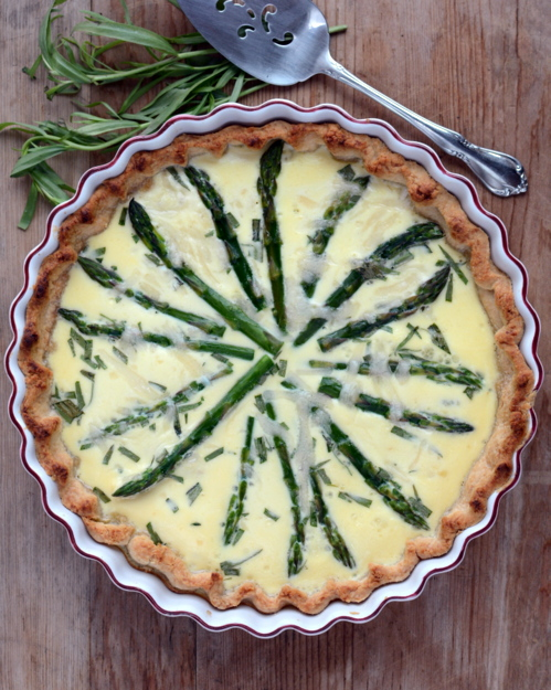 Asparagus Custard Tart ♥ KitchenParade.com, a simple vegetable tart, perfect for spring brunches and light suppers. So pretty!