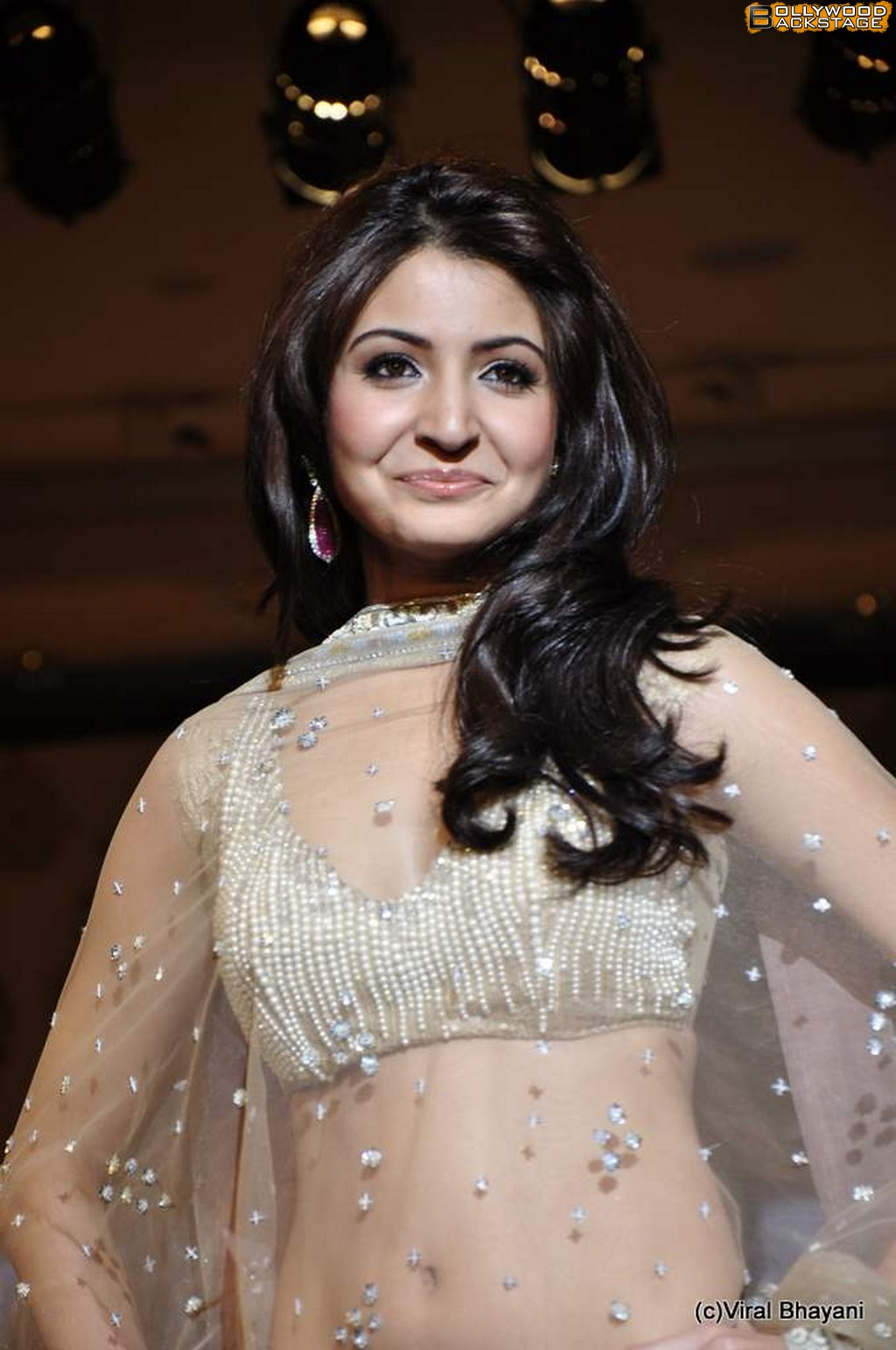 Anushka Sharma Saree: (Hot Bollywood Hollywood Collections