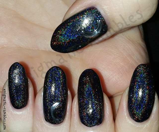 Black-Holographic-Crescent-Moon-Nails
