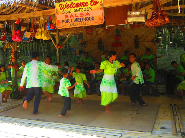 loboc river cruise dancers