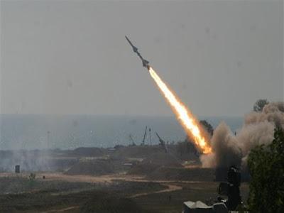 ⛔️ عاجل| قصف بئر سبع وتل أبيب بالصواريخ والإسرائيليون يهرعون للملاجئ وسماع أصوات انفجارات عنيفة وحالة تأهب بالجيش الإسرائيلي
