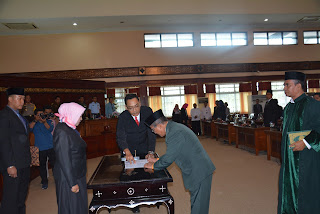 <b>Ketua DPRD NTB Ambil Sumpah Saidin, Pengganti Antar Waktu Almarhum Nurdin HM Yakub Hanura</b>