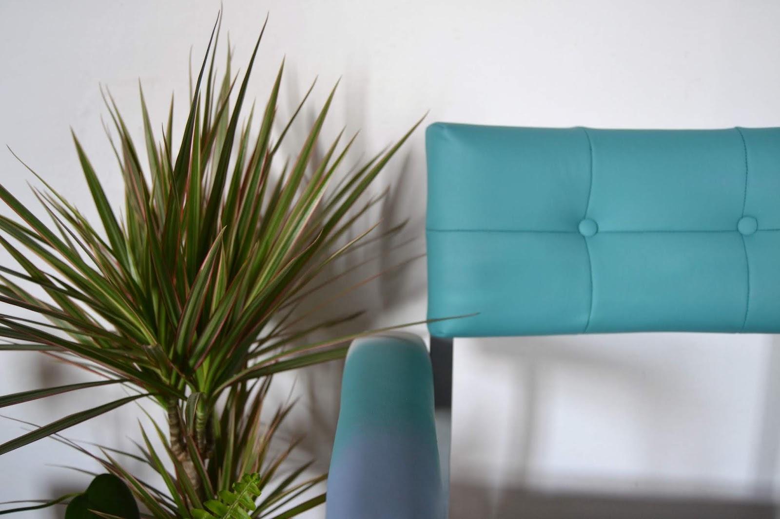 Antes y después, renovación de una mesa y una silla vintage, dos piezas un tanto difíciles, pero con Fleur ha sido un camino de rosas, te muestro el paso a paso del cambio