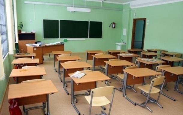 Поранена школярем вчителька знаходиться у важкому стані