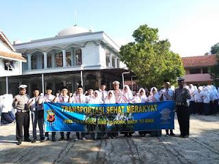 Polres Majalengka Sambangi MA Darul Falah Cijati Sosialisasikan Tertib Lalu Lintas
