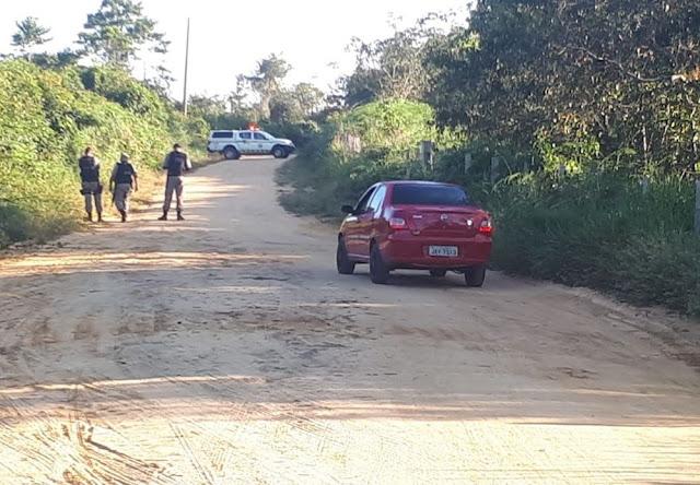 Homem é achado morto dentro de carro em estrada que dá acesso à UFAC em Cruzeiro do Sul