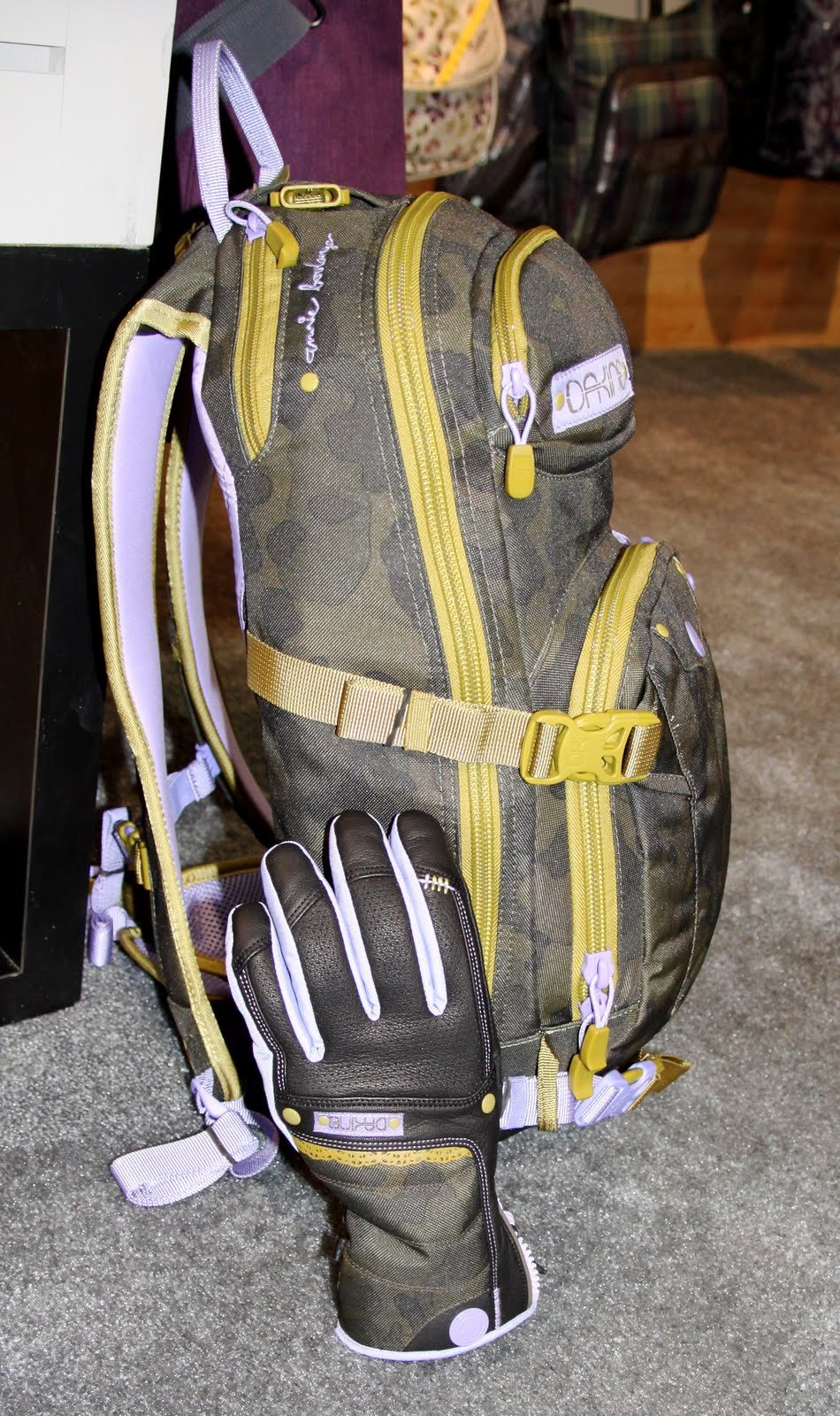 be60cdd6b5242 The Annie Boulanger Team Heli Pro is a pack with nice girly lace  fridge---but also has the features hard core snow shredders  need---contoured harness to fit ...