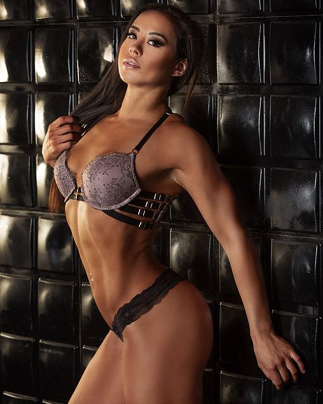 Lindsey Waters Fitness Model IFBB Pro 000