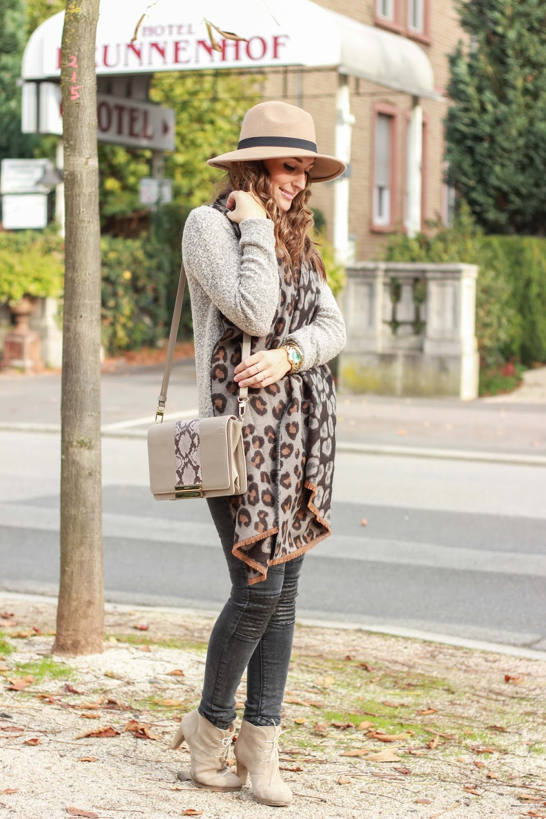 fedora hut - leopardenschal - outfitinspiration - see by chloe tasche - fashionblogger - outfitinspiration - streetstyle - streetstyleblogger