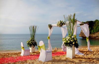 trip-wisata-bali-hemat-pantai-balangan-bali-wedding-ceremony