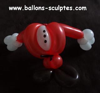 corps de père Noël en ballons