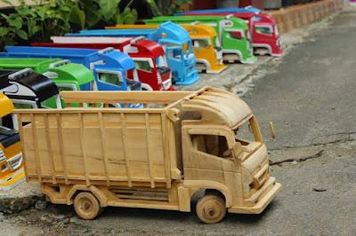 Mobil Mobilan adalah Mainan Anak Jaman Dulu