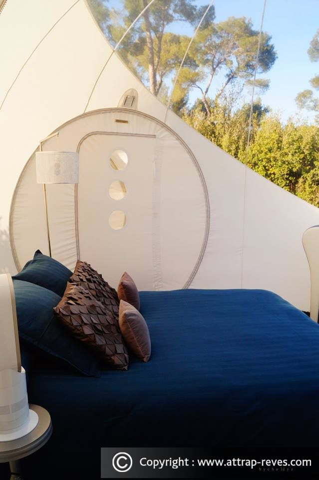 07-Suite-Chic-and-Design-bubble-Attrap-Rêves-Architecture-with-the-5-Bubble-Hotel-Rooms-www-designstack-co