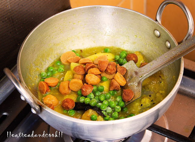 bengali style pure vegetarian Niramish Lau Ghonto recipe / Lau Bori recipe