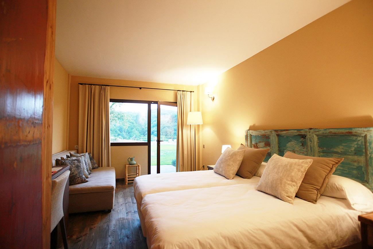 Hotels amb encant hotel mas salagros ecoresort aire for Hotel jardi barcelona
