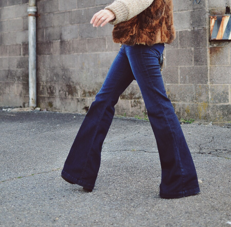 Outfit with long bell bottom jeans