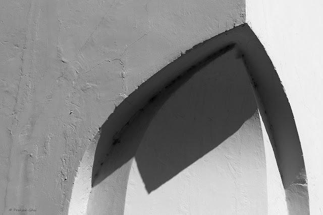 Black and White Minimalist Photo of a Curve at a wall near Jantar Mantar Jaipur. India