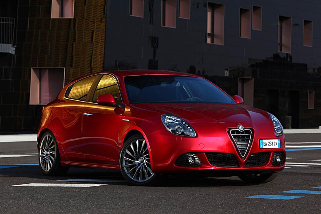 voitures et automobiles la nouvelle alfa romeo giulietta. Black Bedroom Furniture Sets. Home Design Ideas