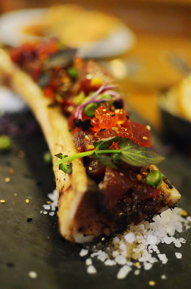 Tuna Tataki served on a bone marrow by Carlos lorenzo - Barcelona Photoblog