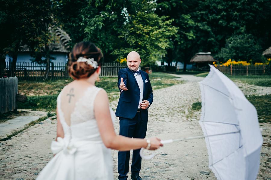 zdjęcia w skansenie, plener ślubny wieś, fotograf ślubny Lublin