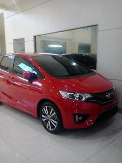 Honda Pejuang, Honda Jazz Berwarna Merah Type RS