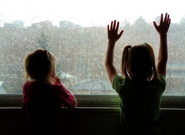 5 Fun Activities for a Rainy Day Indoors