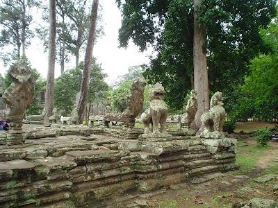 Leões, dragões esculturas de Angkor Wat - Camboja