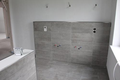ein haus f r uns einrichtungs garten und baublog die fliesen sind fertig. Black Bedroom Furniture Sets. Home Design Ideas