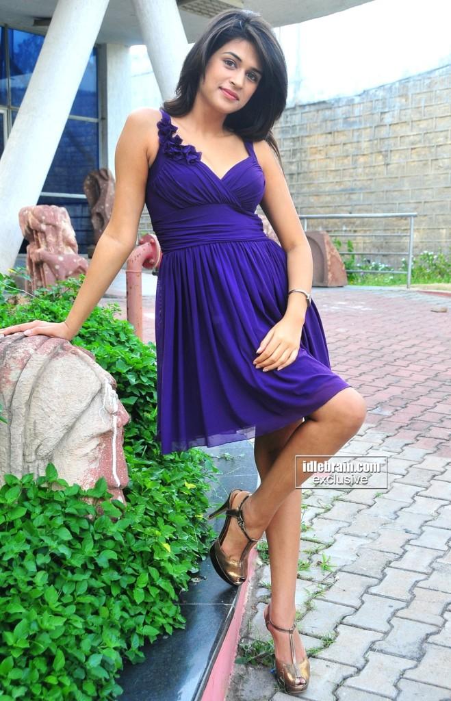 Shining Star Sharddha Das hot photoshoot