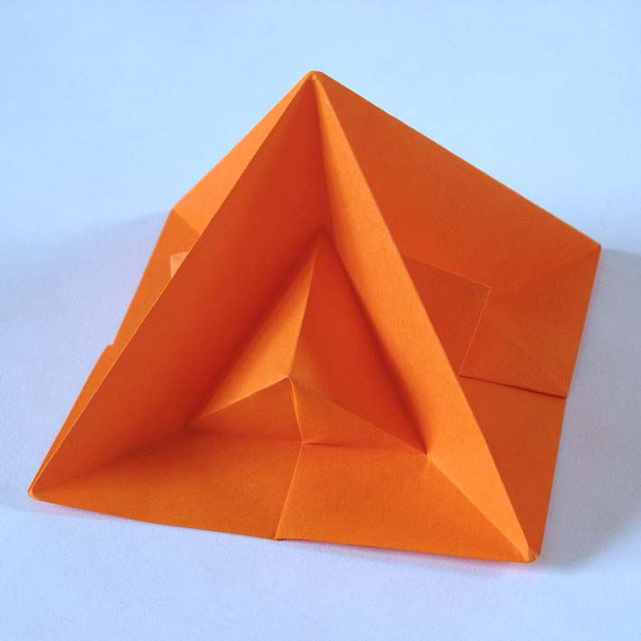 Origami Piramide seconda - Second pyramid by Francesco Guarnieri