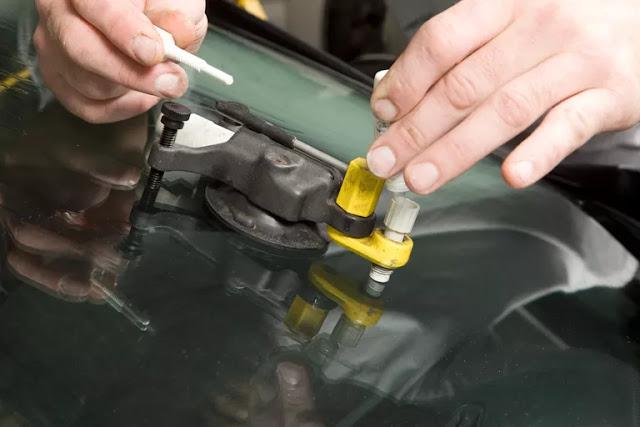 Comment réparer une fissure de vitre de voiture