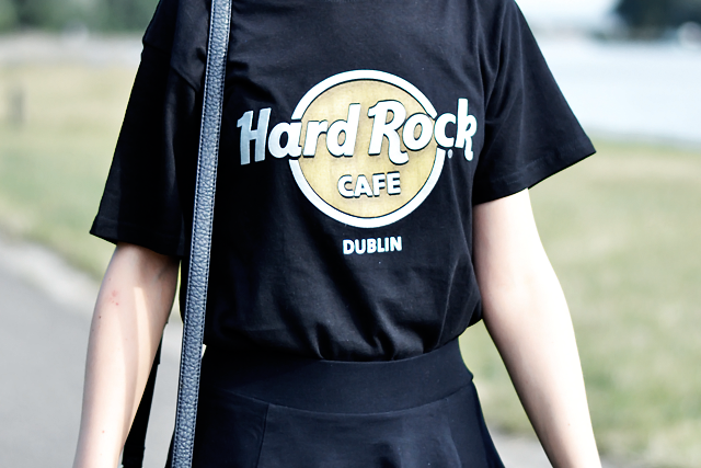Outfit, ootd, fashion blogger, belgium, hard rock cafe, dublin, t-shirt, skater skirt, h&m divided, derby shoes, zara, marc b, dylan bag, summer trend, 2015