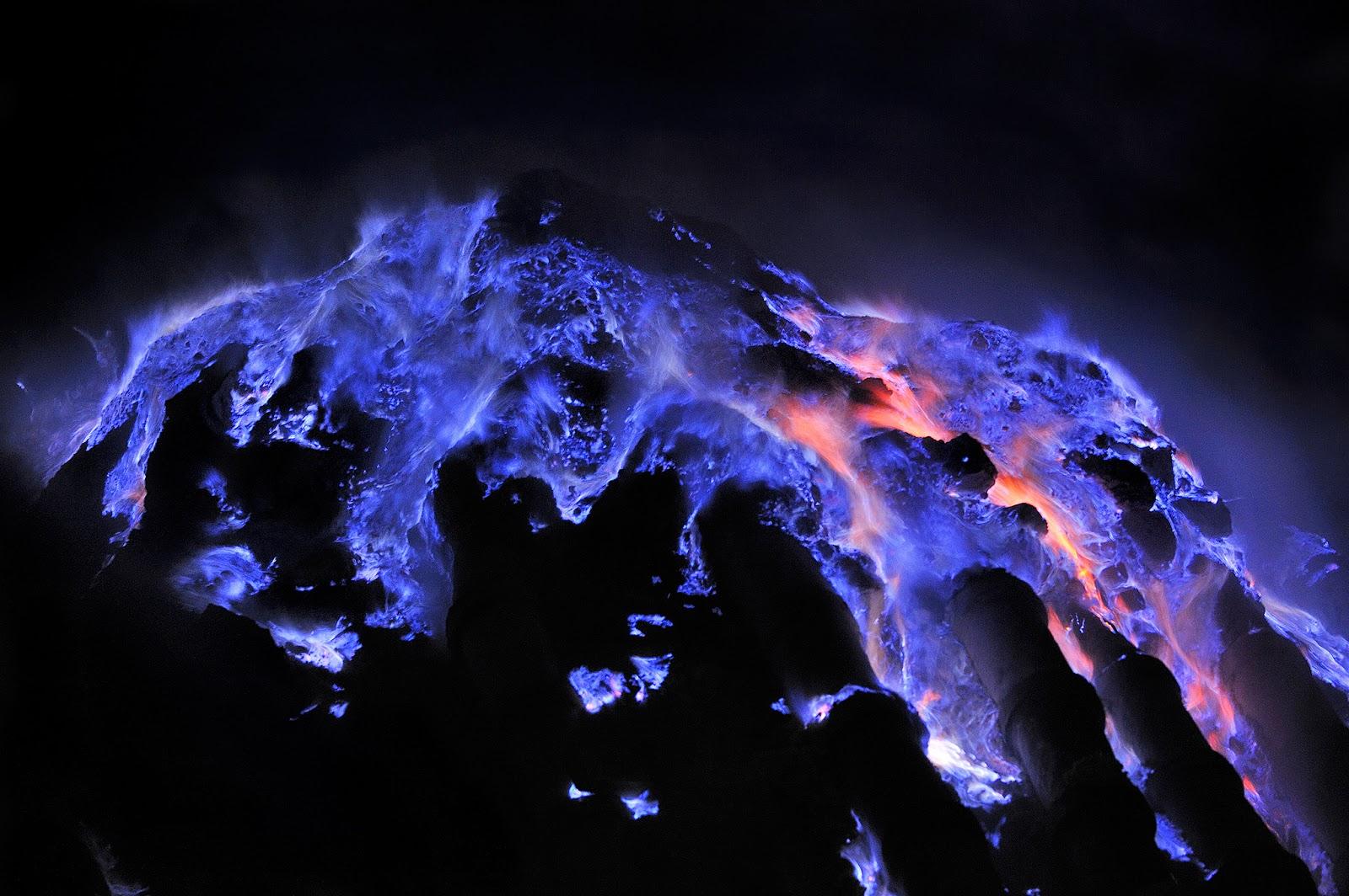 Blue Fire Kawah Ijen Jawa Timur