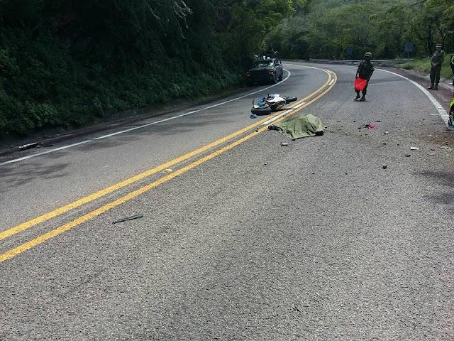 Resultado de imagen para mueren dos en accidente de motocicleta en carretera federal