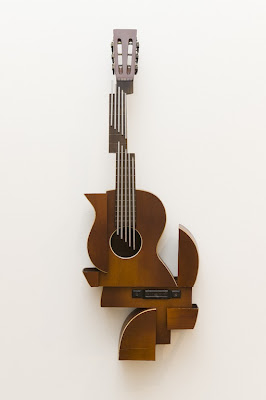 Esculturas extrañas  de guitarra