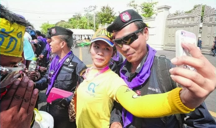 One of anti-government protesters decided to take a photo with this Thai policeman after days of street battles and tensions in Bangkok