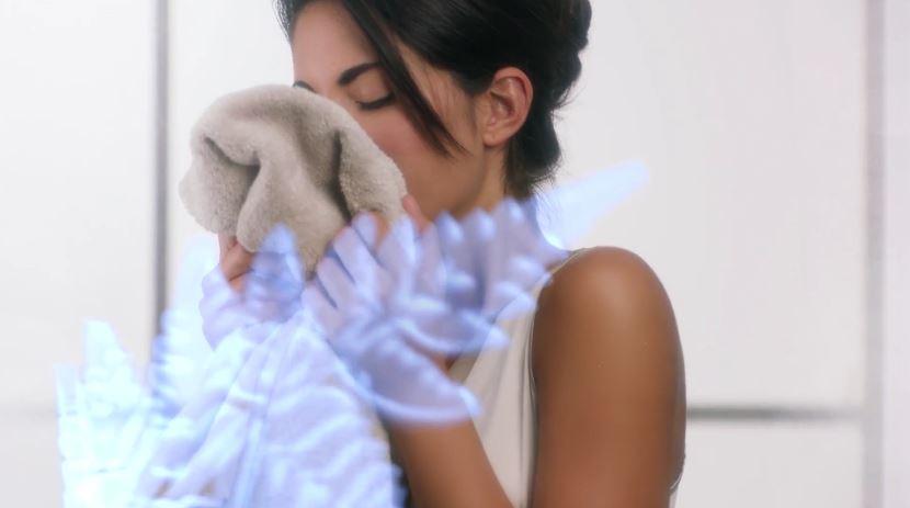 Modella Felce Azzurra pubblicità nuovi ammorbidenti concentrati - Spot Ottobre 2016
