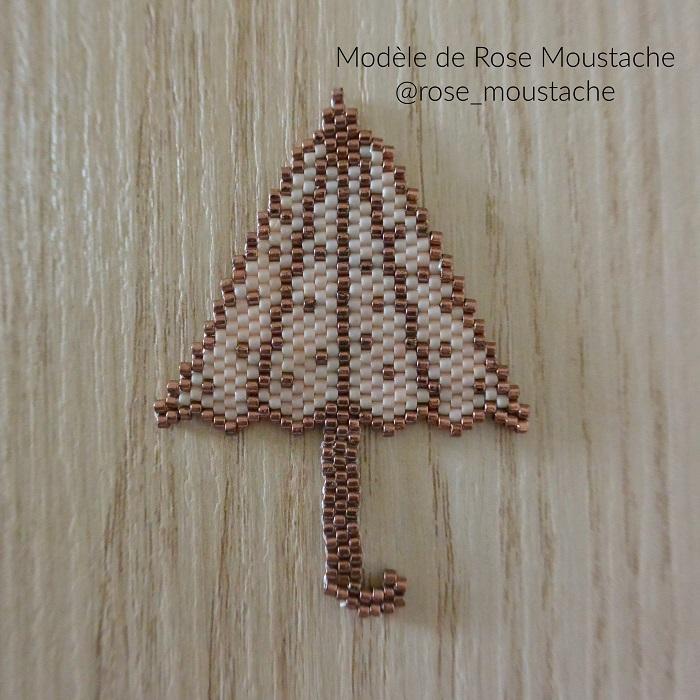 parapluie rose moustache, tissage brickstitch, perles delicas miyuki, hellocestmarine