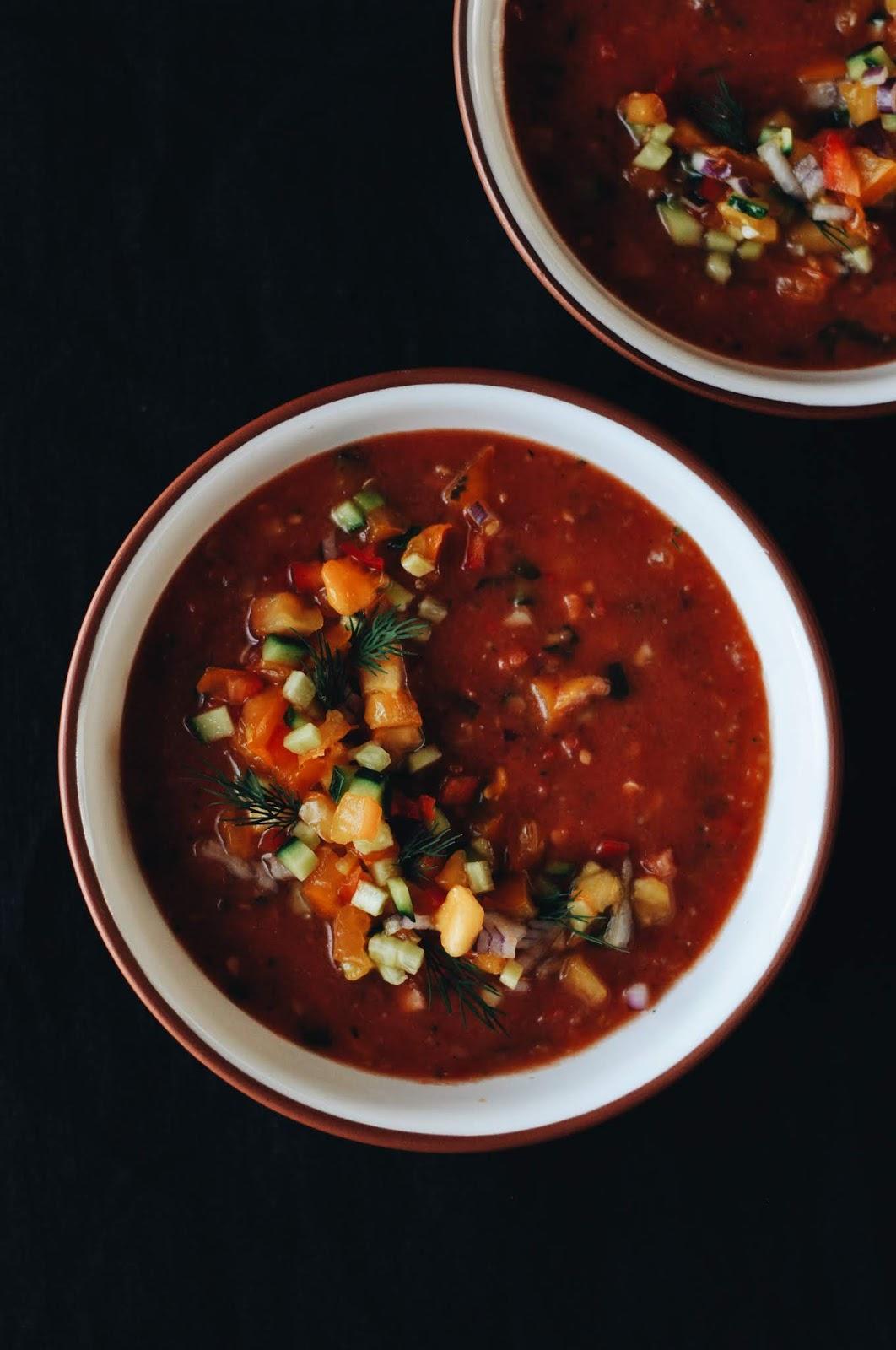 tomātu aukstā zupa: gaspačo - cold tomato soup: gazpacho
