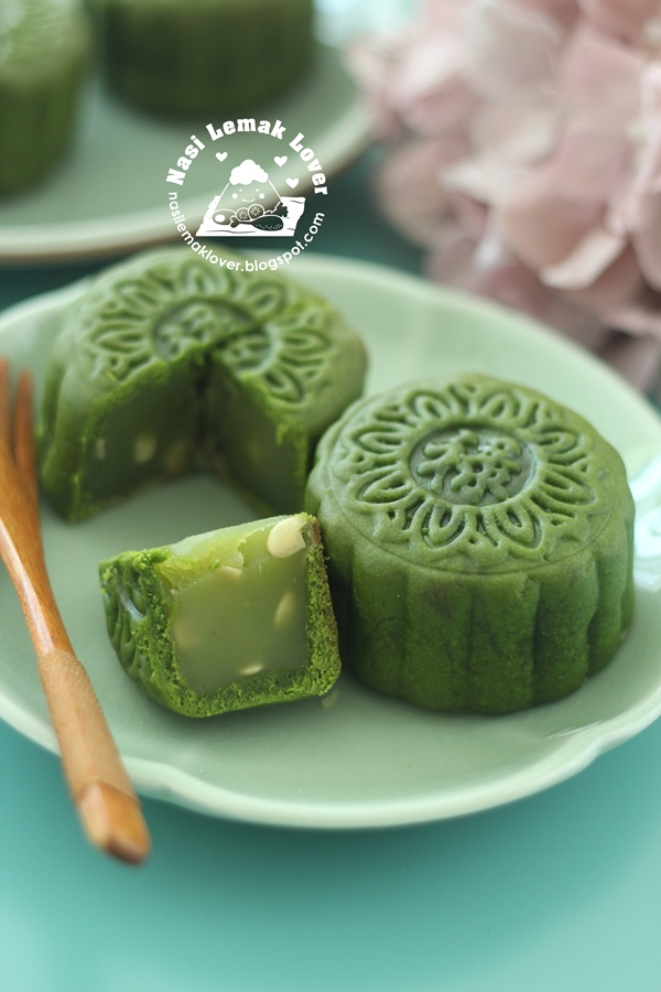 Nasi Lemak Lover Green Tea Baked Mooncake 绿茶烤皮月饼