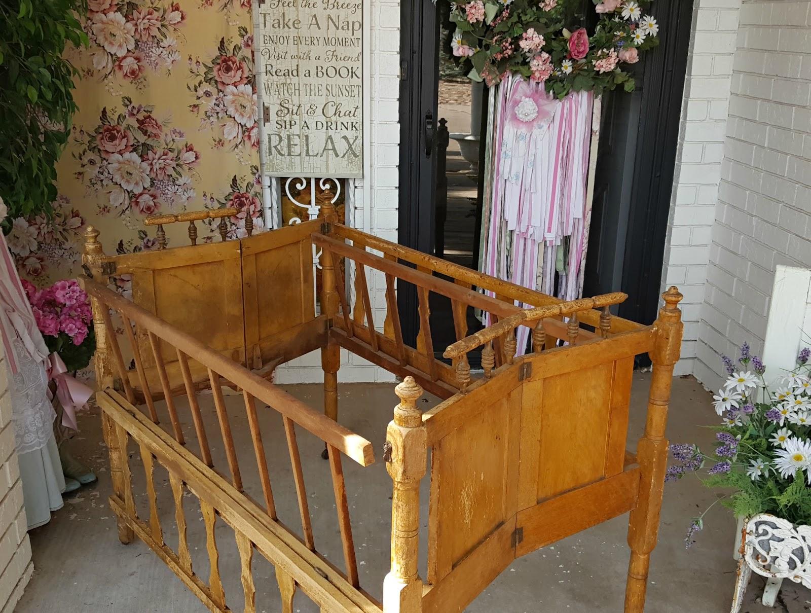 Penny's Vintage Home: Repurposing a Vintage Baby Crib