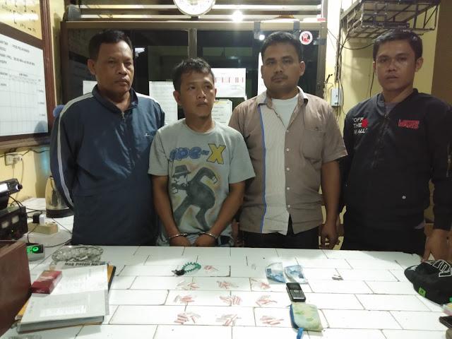 Arjuna (dua dari kiri) tersangka narkoba yang diringkus polisi.