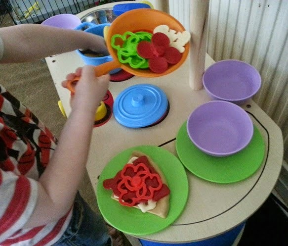 Green Toys Recycled Plastic Cookware And Dining Set Review playing cooking pizza parlour